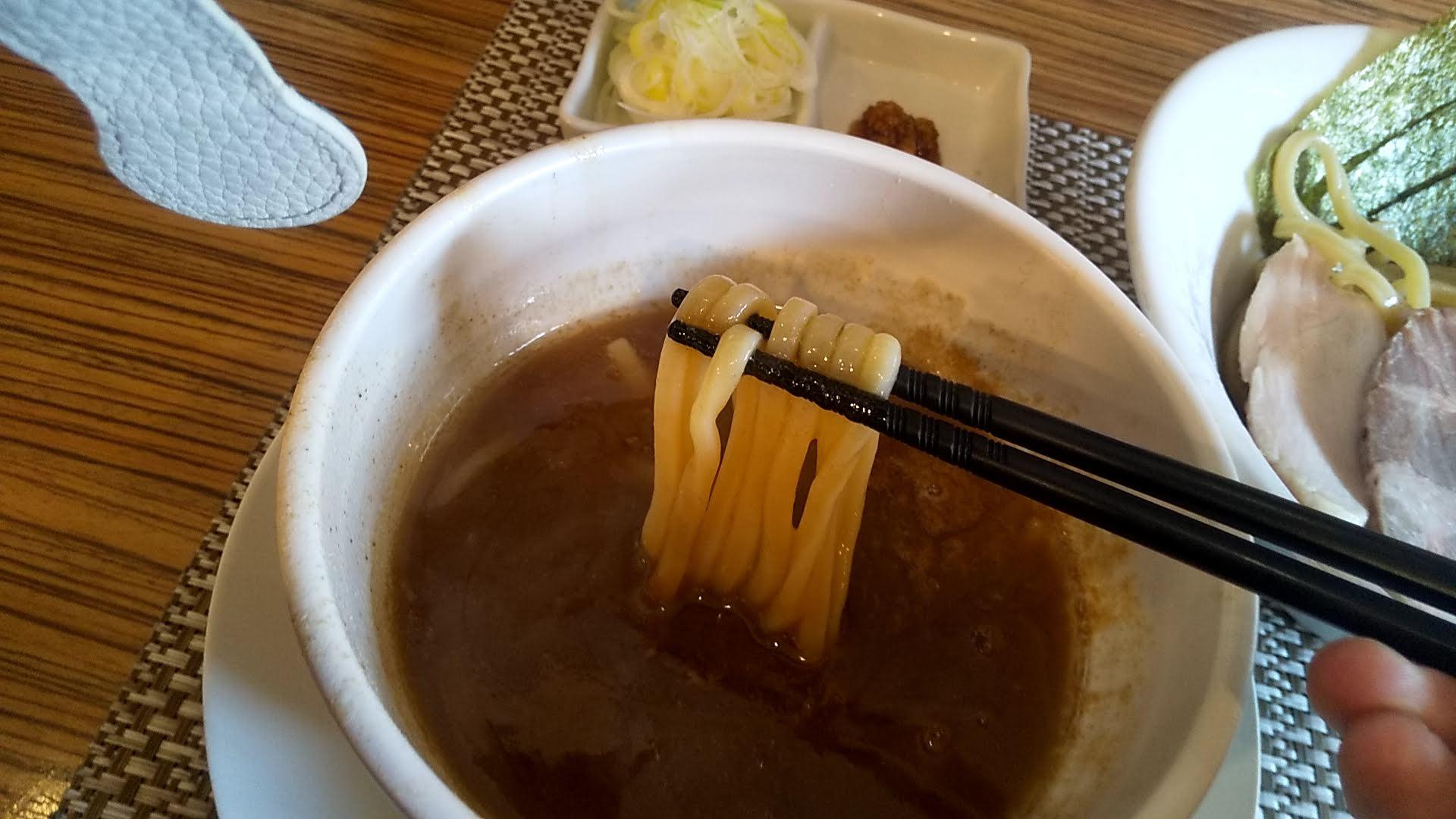 つけ麺和の特製つけ麺の麺リフト