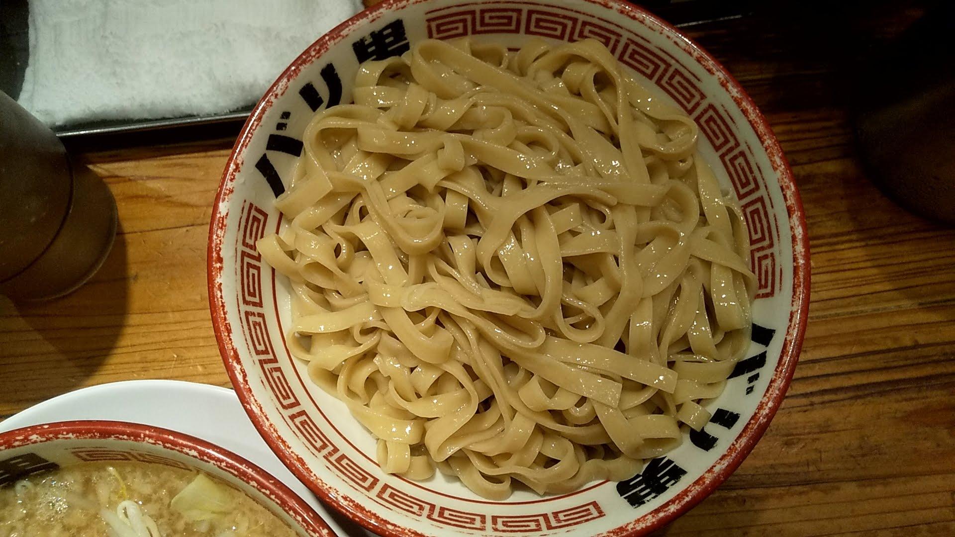 バリ男日本橋店のつけ麺の麺皿