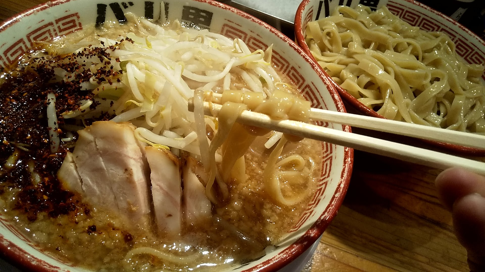 バリ男日本橋店のつけ麺の麺リフト