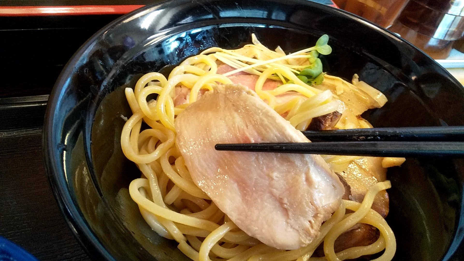中川會頂の魚介豚骨つけ麺特製トッピングのチャーシューリフト