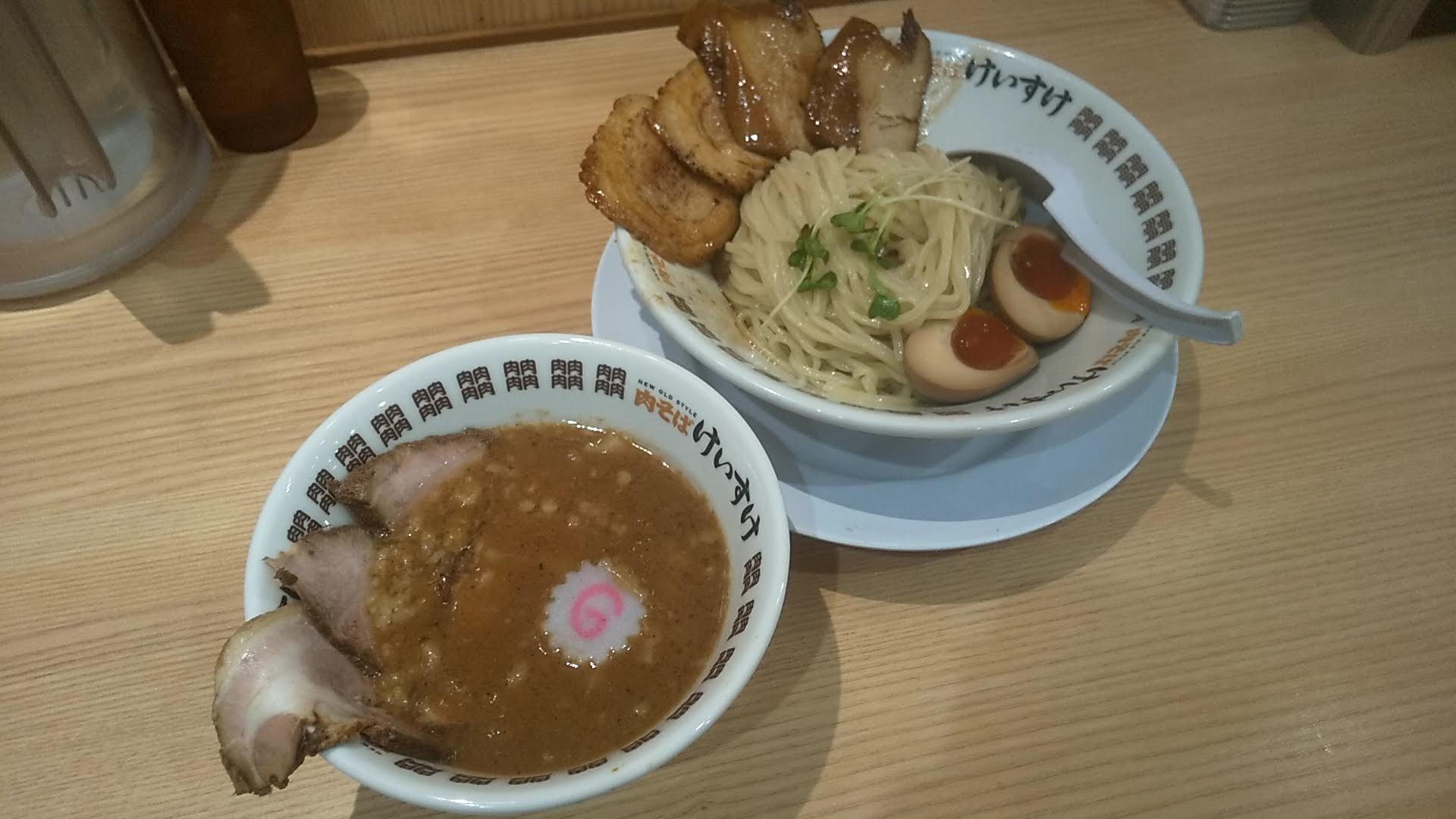 肉そばけいすけ錦糸町店の濃厚魚介つけ麺スペシャル