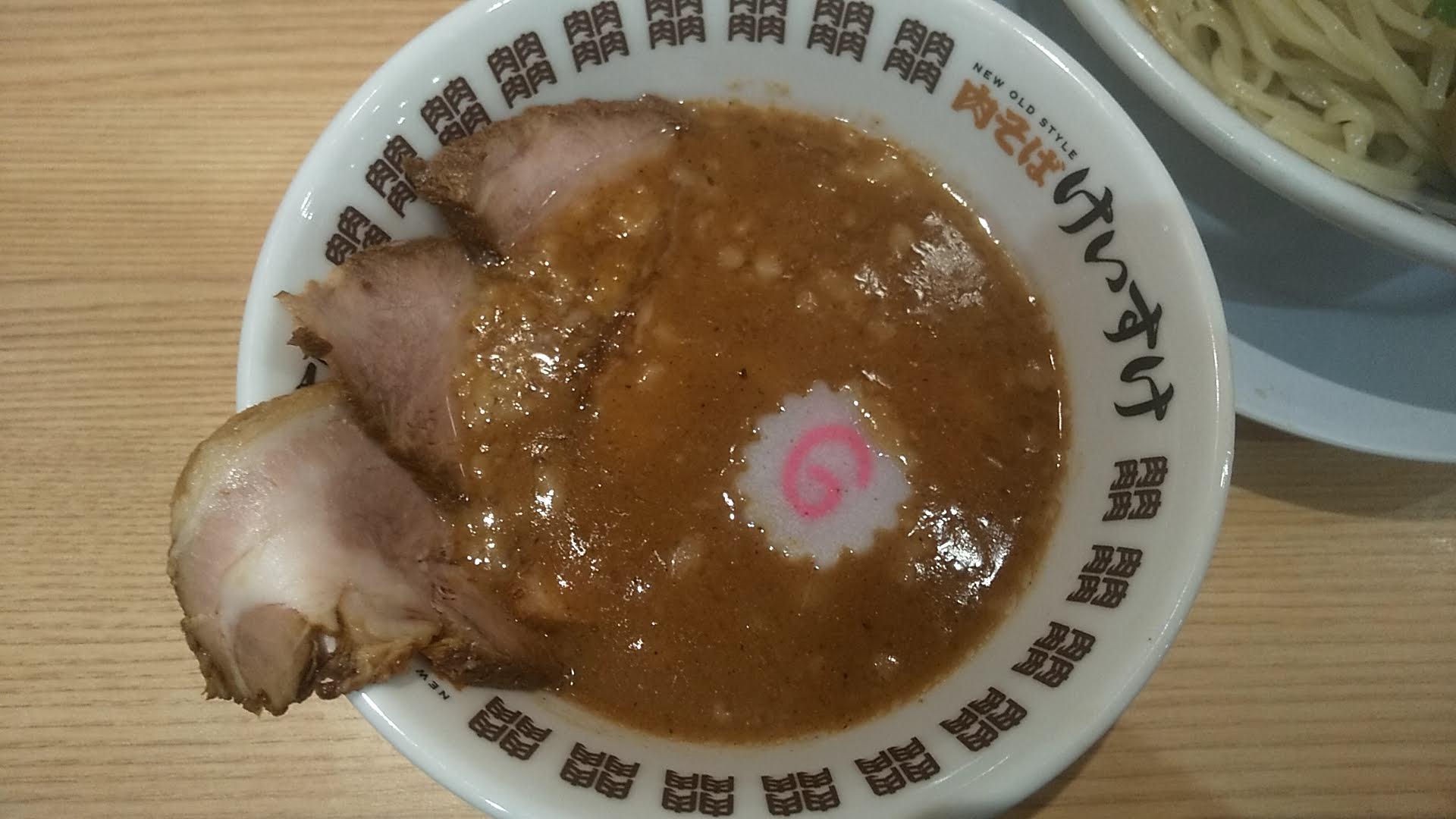 肉そばけいすけ錦糸町店の濃厚魚介つけ麺スペシャルのつけ汁