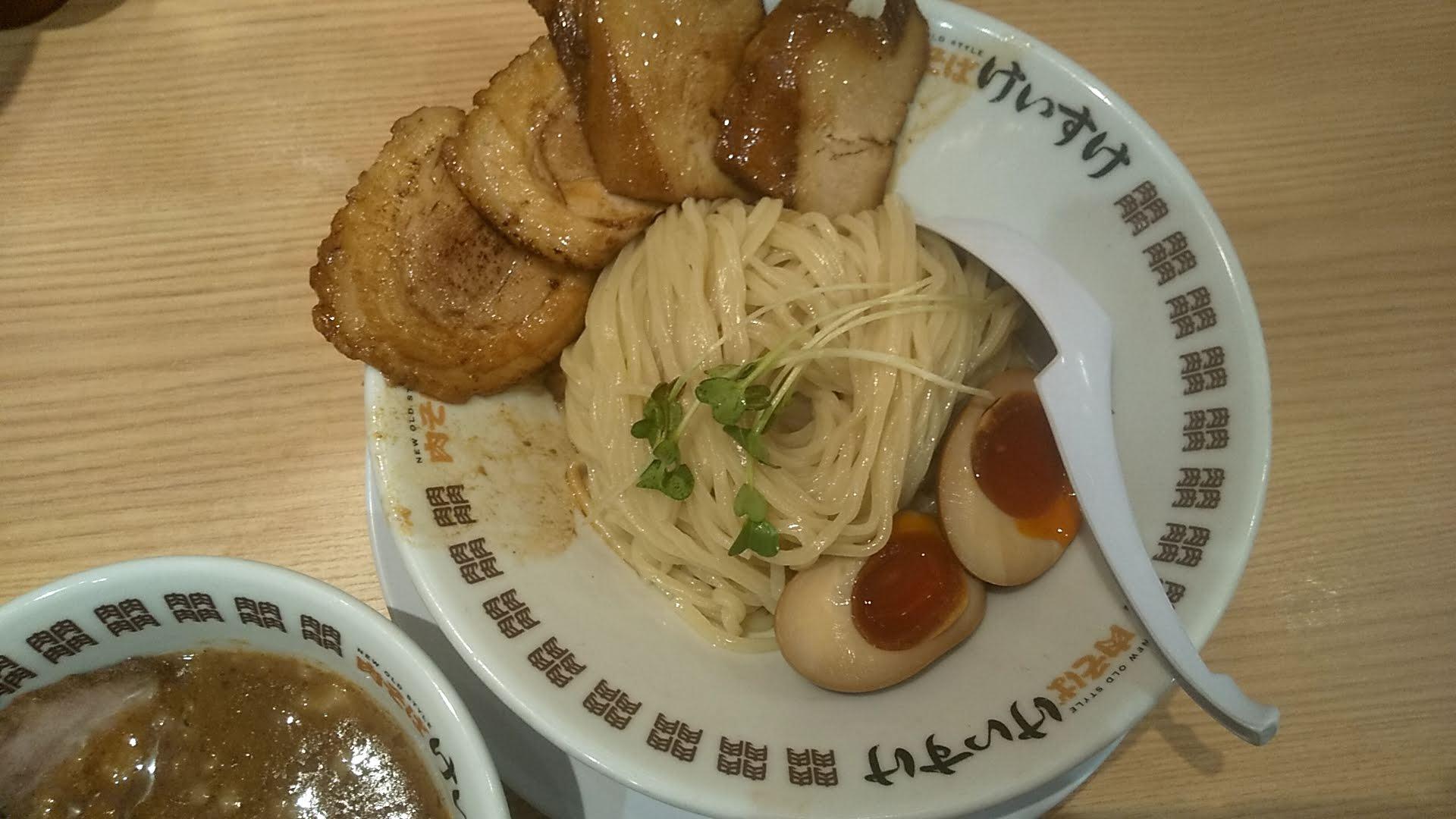肉そばけいすけ錦糸町店の濃厚魚介つけ麺スペシャルの麺皿