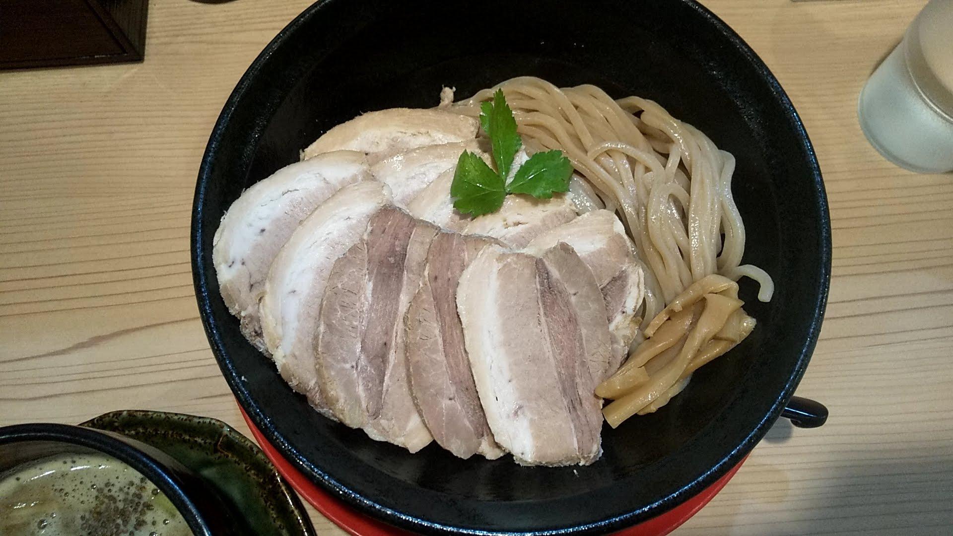 若武者浅草店の福島鶏白湯の肉つけそばの麺皿