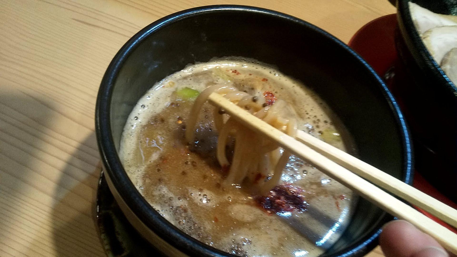 若武者浅草店の福島鶏白湯の肉つけそばの麺リフト