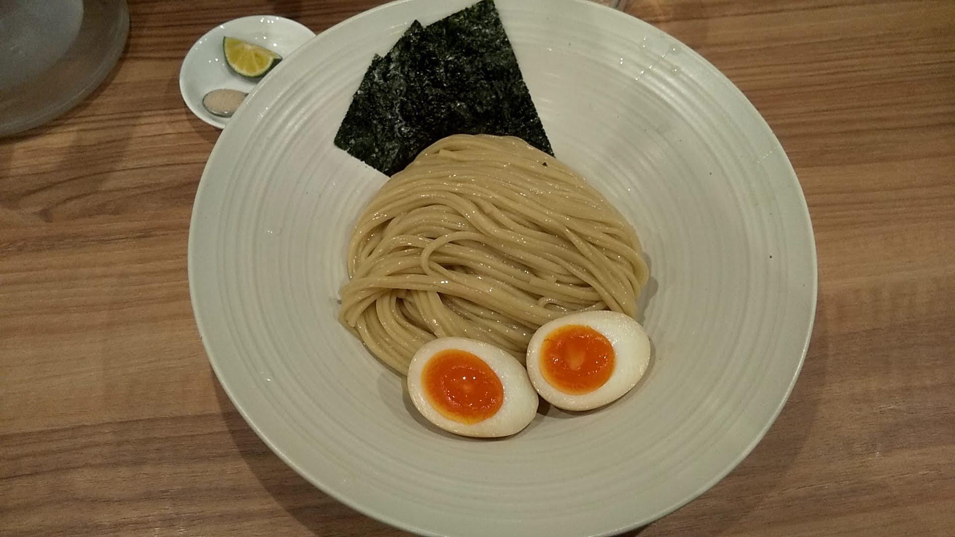 ほん田秋葉原店の特製醤油つけの麺皿