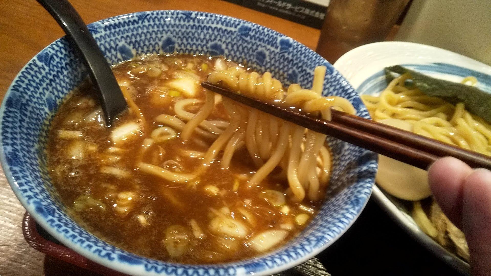 胡座の特製つけ麺の麺リフト