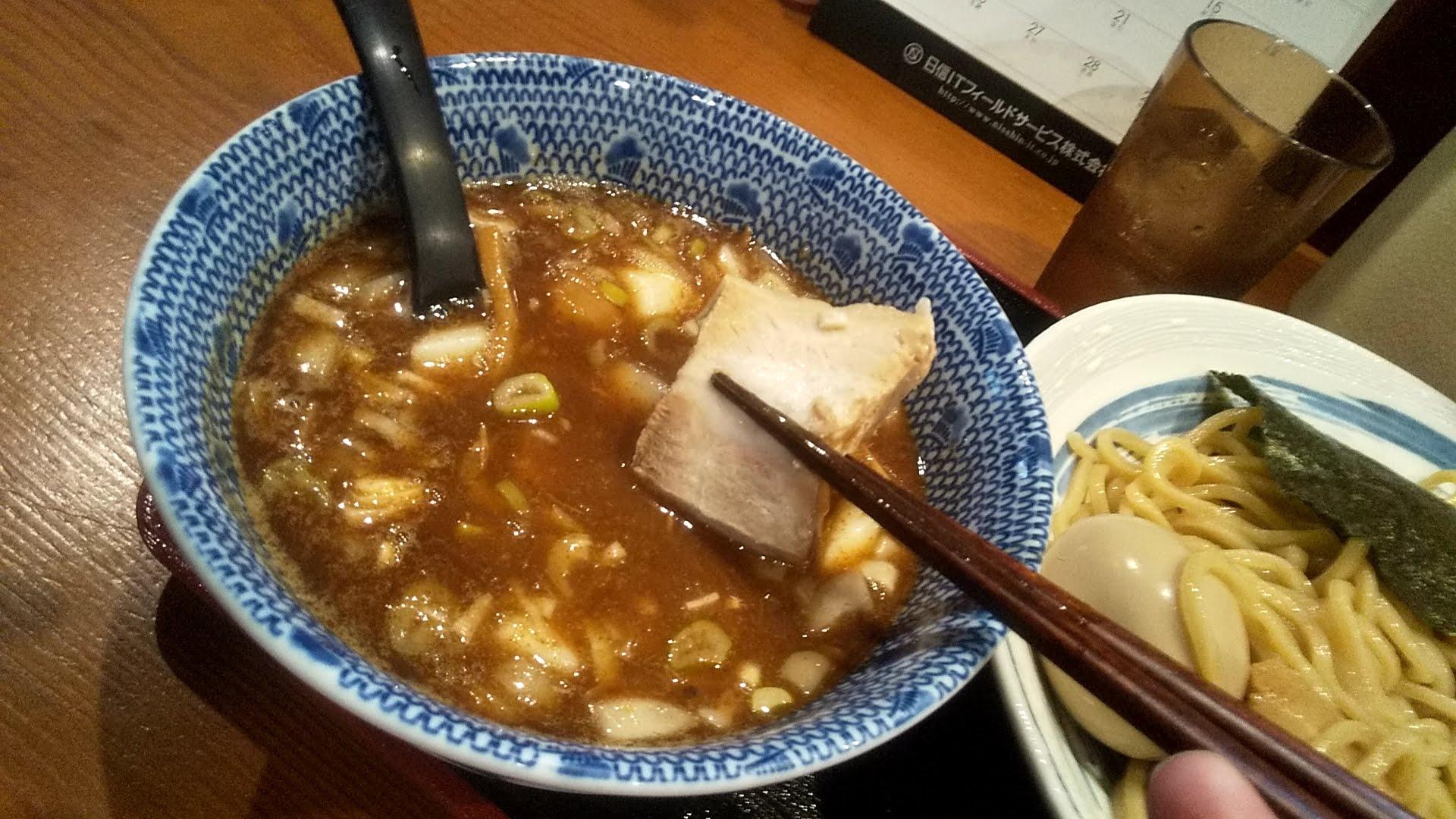 胡座の特製つけ麺のチャーシューリフト