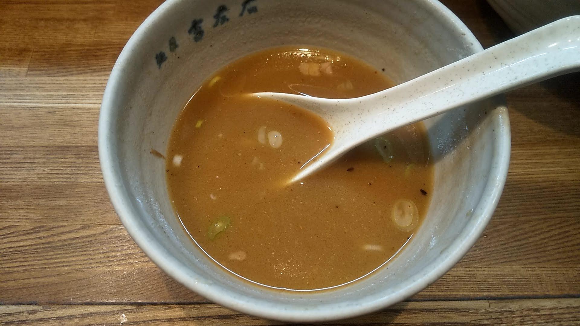 吉左右の味玉つけ麺のスープ割り