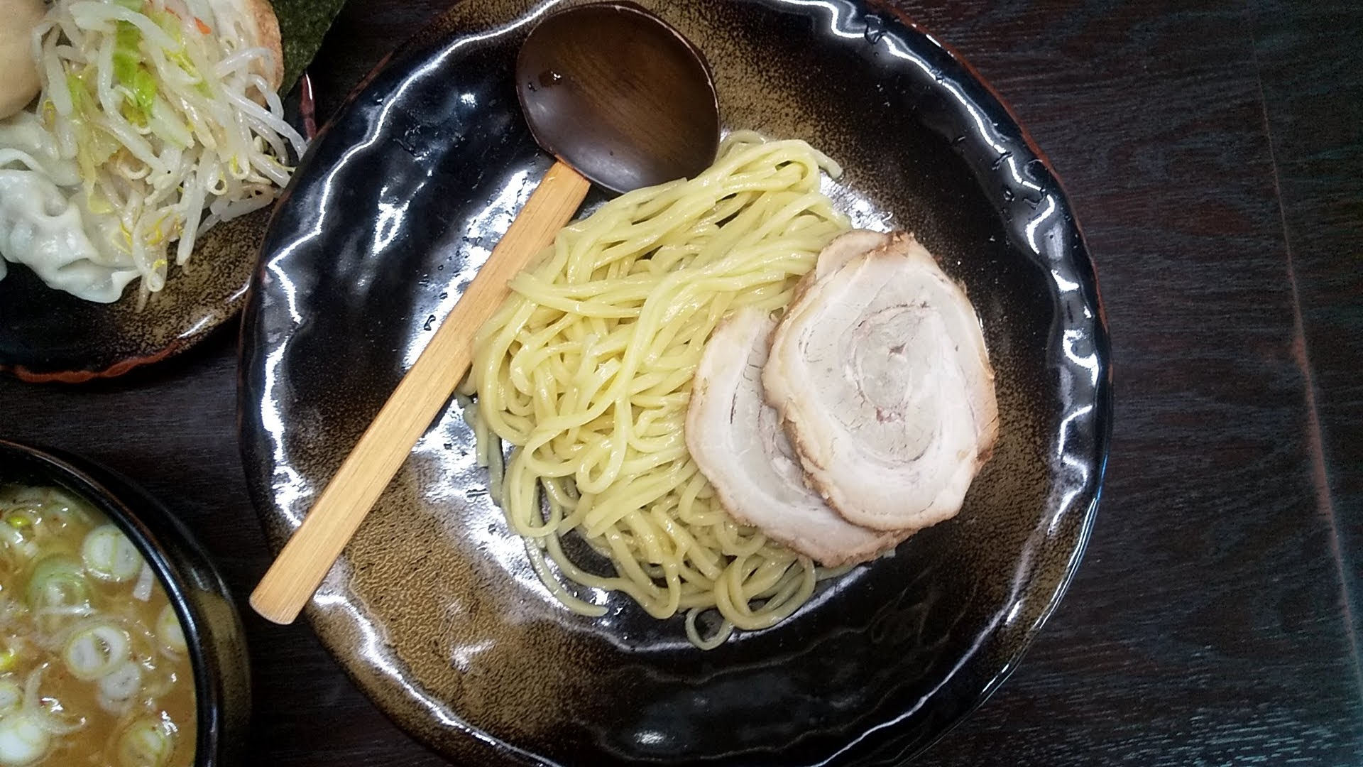 つけ麺隅田の全部のせ醤油つけ麺の麺皿