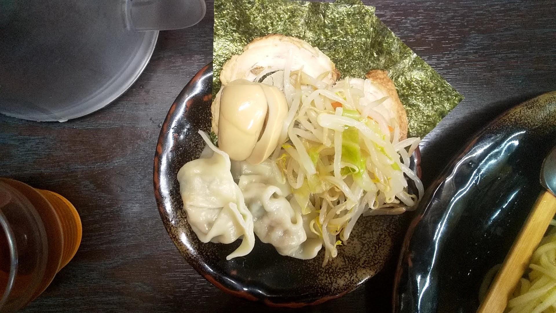 つけ麺隅田の全部のせ醤油つけ麺のトッピング