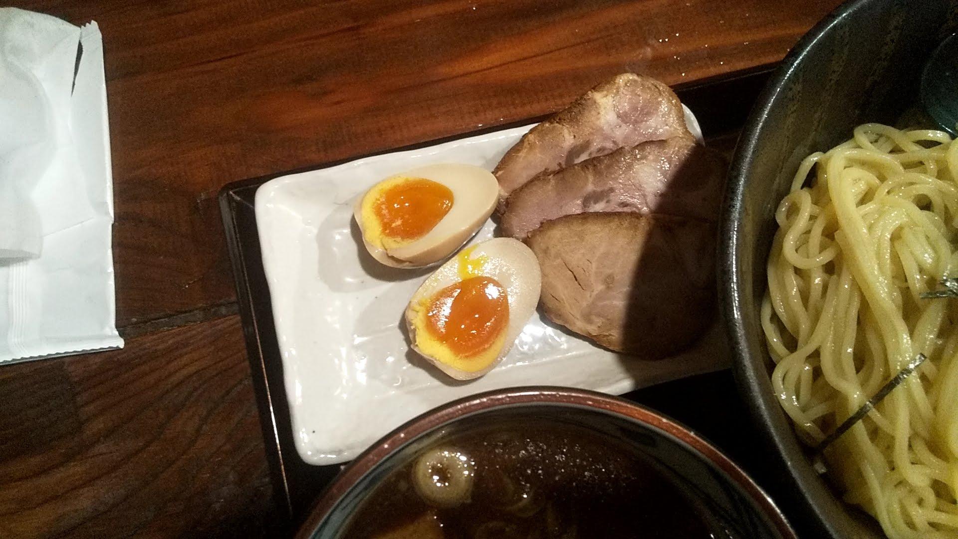 まんまるの特製寝かし醤油つけ麺の別盛りチャーシュー