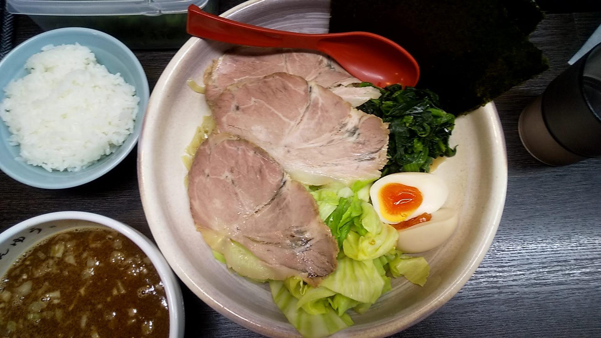 けんゆうの全部のせ魚介つけ麺の麺皿