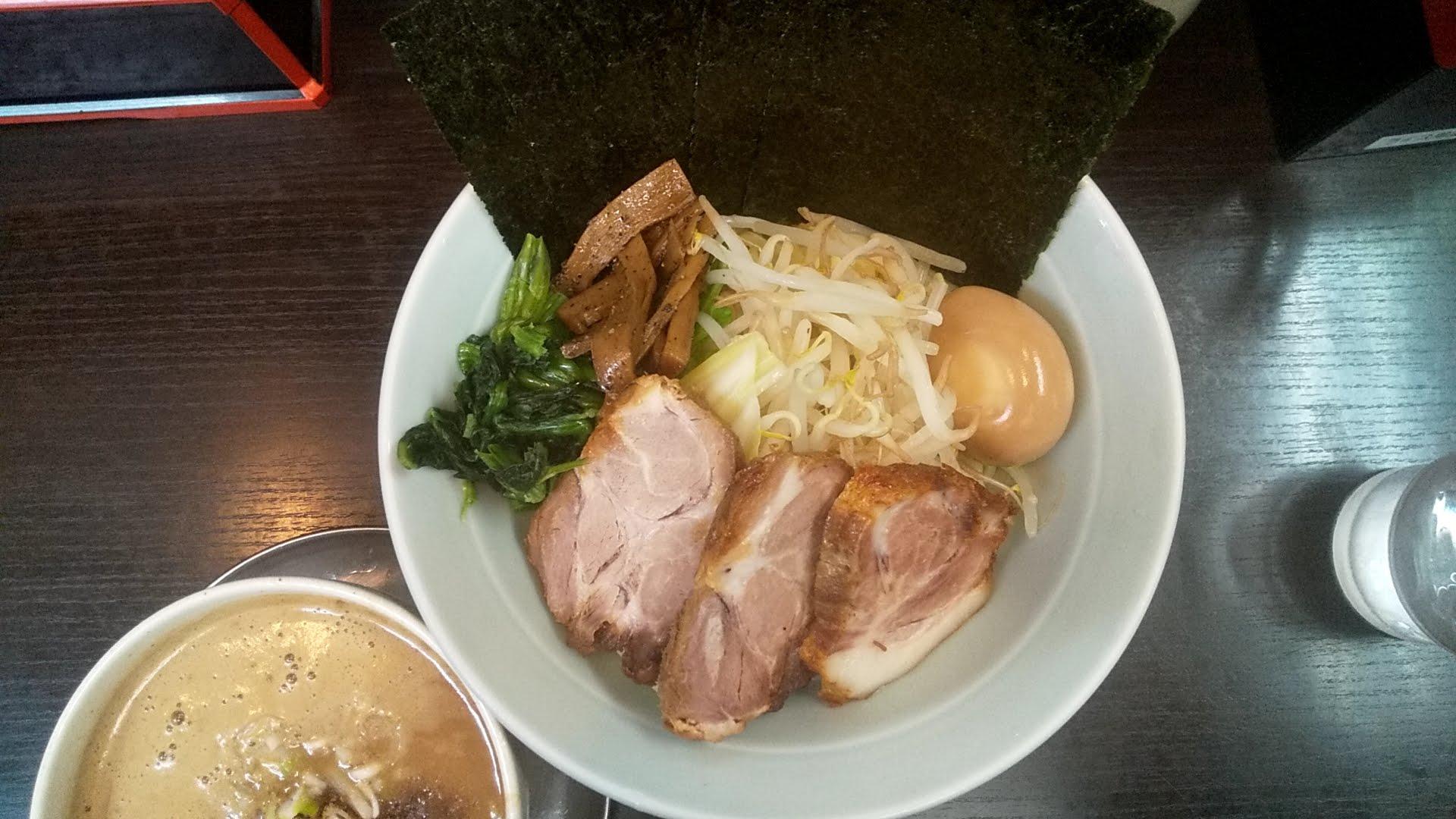 吉田屋の全乗せつけ麺の麺皿