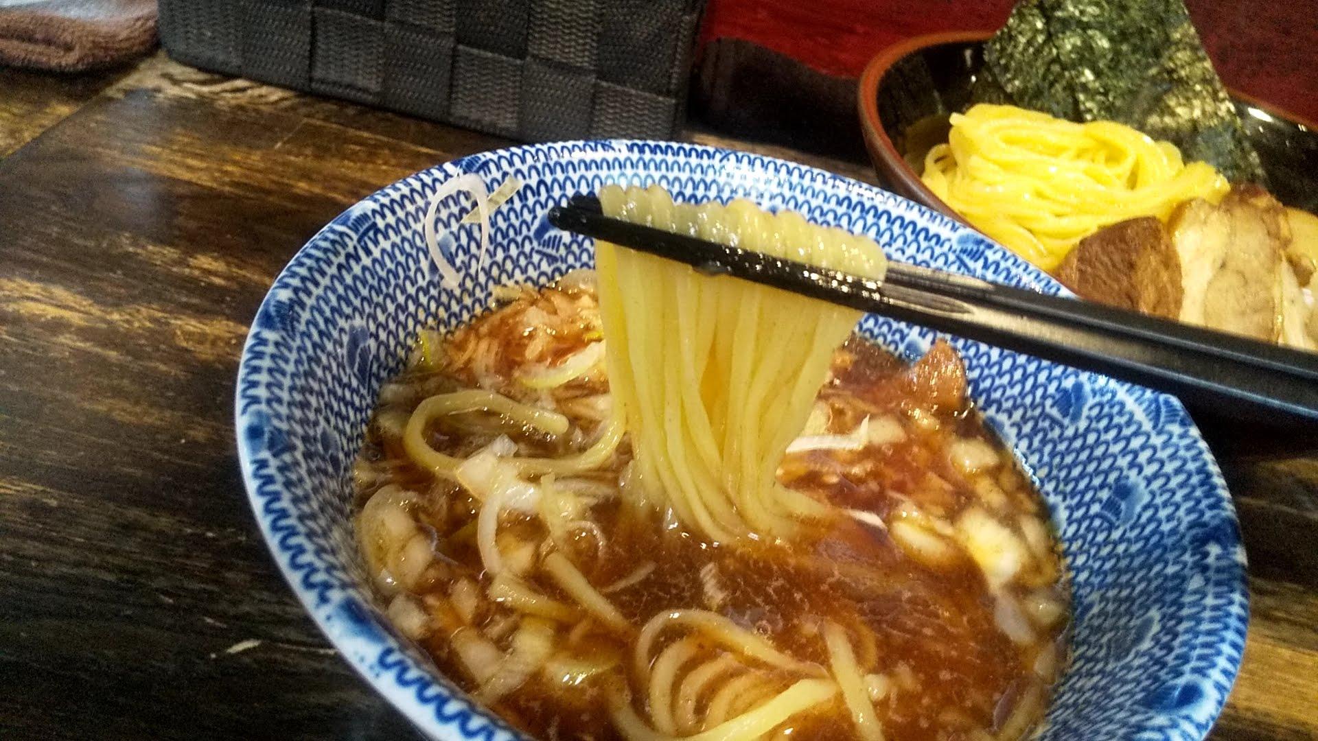 國もとの特製つけ麺の麺リフト