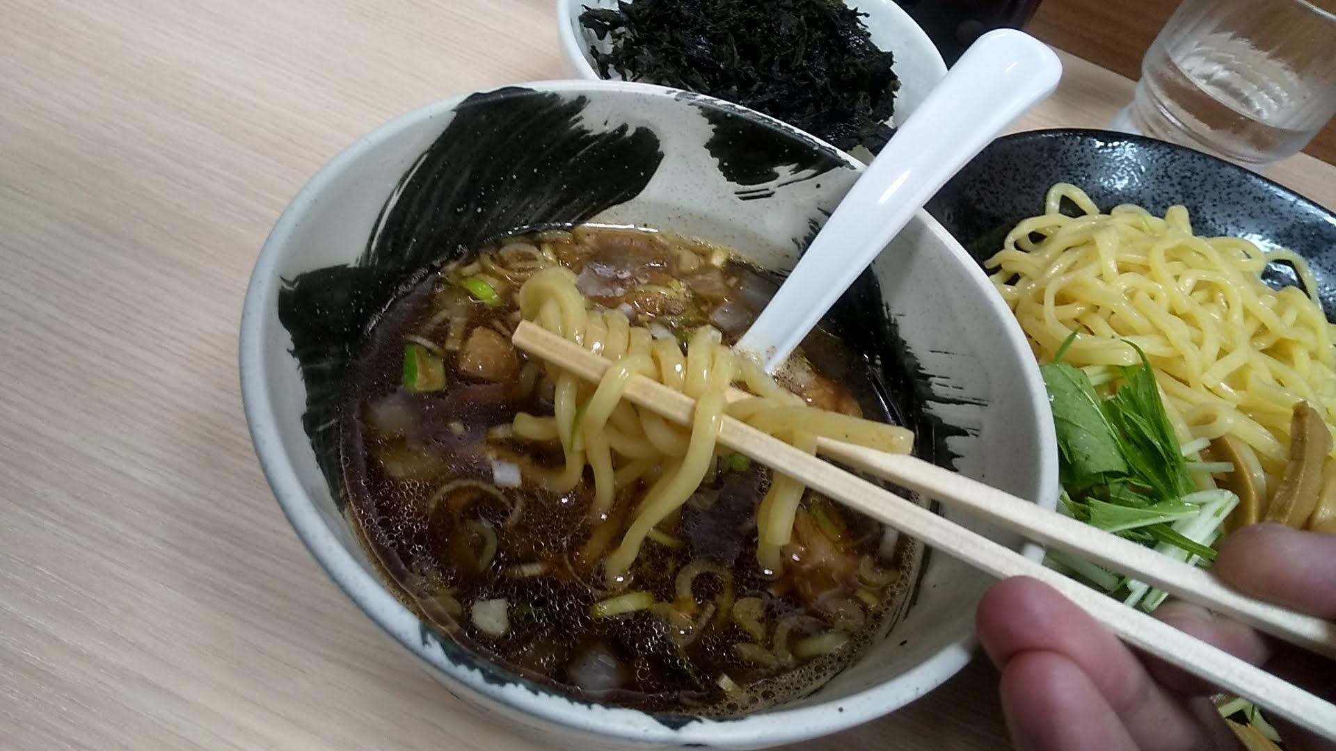 めん屋そら新小岩店のつけ麺の麺リフト