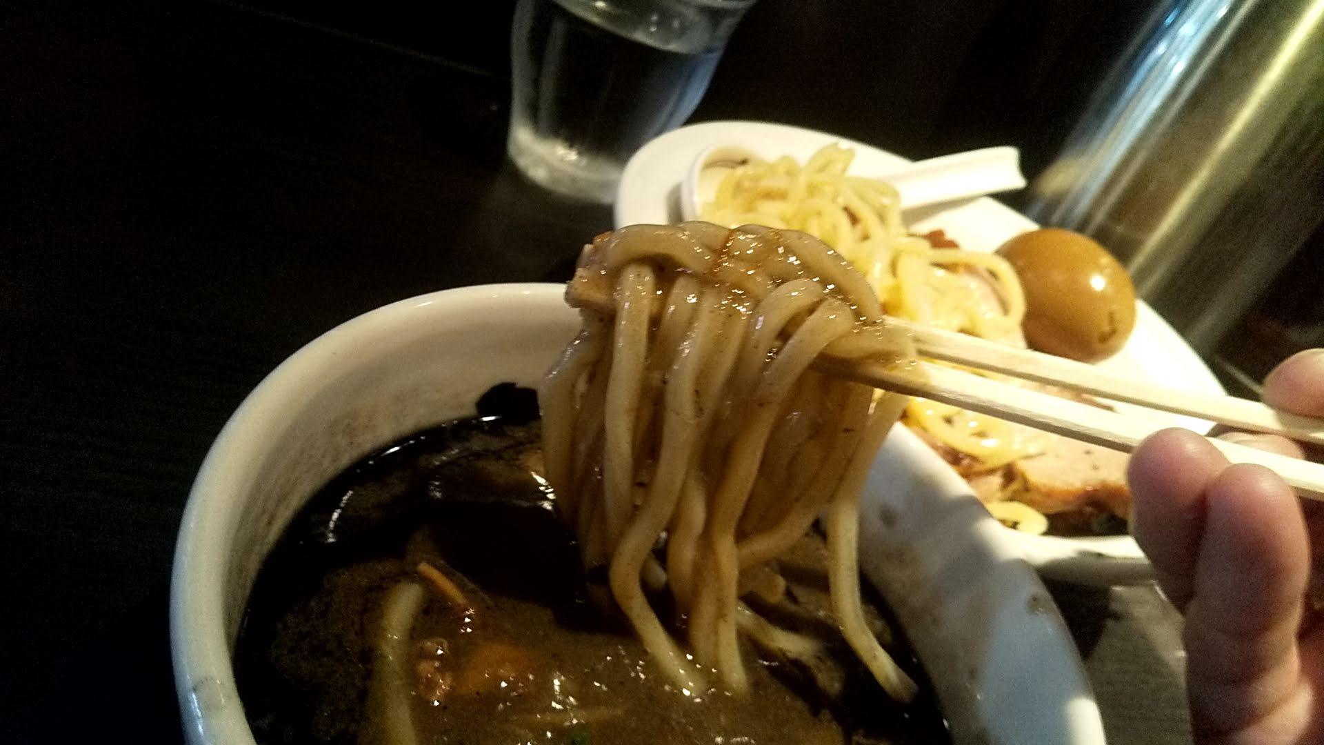 無骨相傳の相傳つけ麺の麺リフト