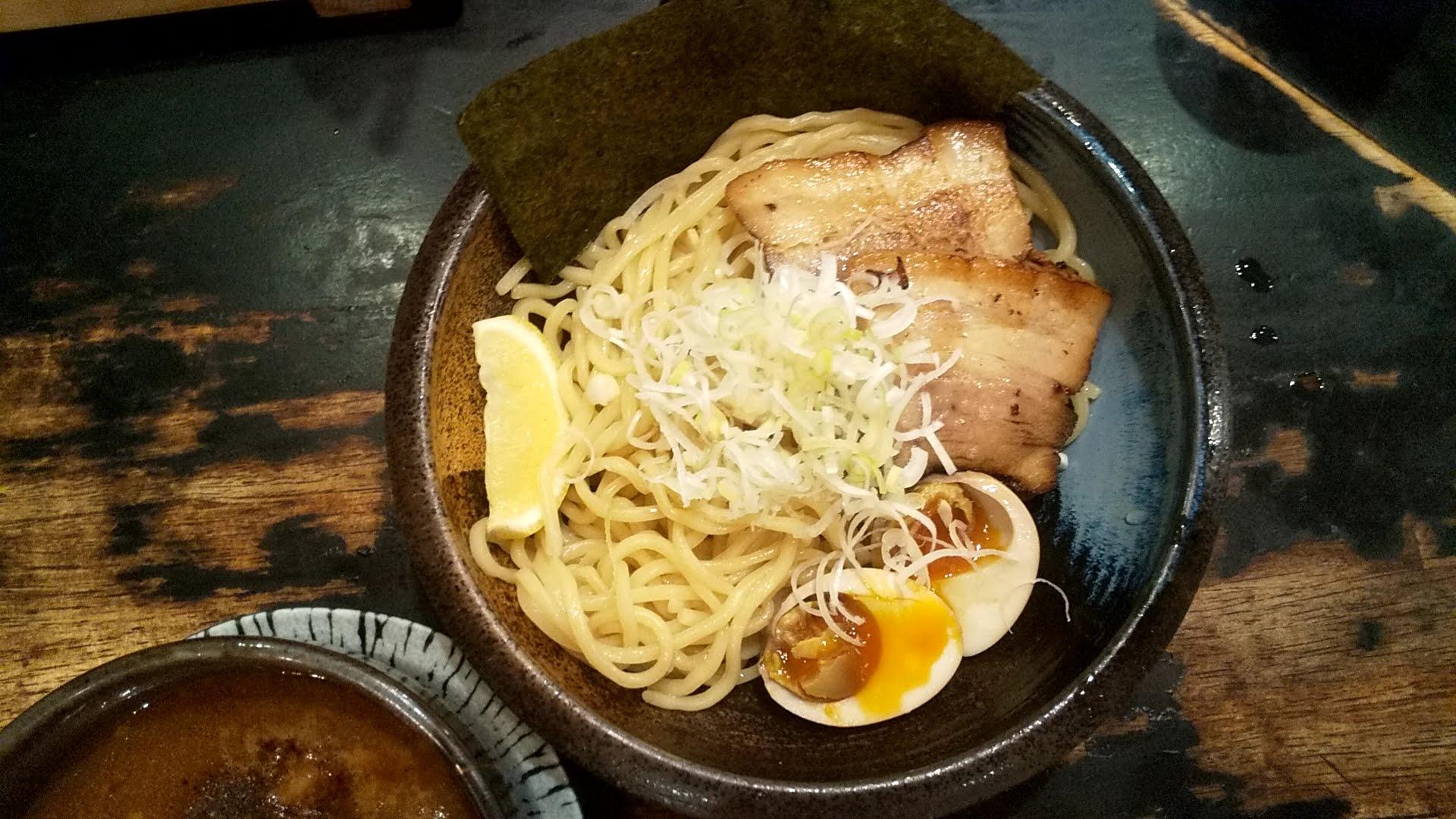 戸みら伊本舗の特製つけ麺の麺皿