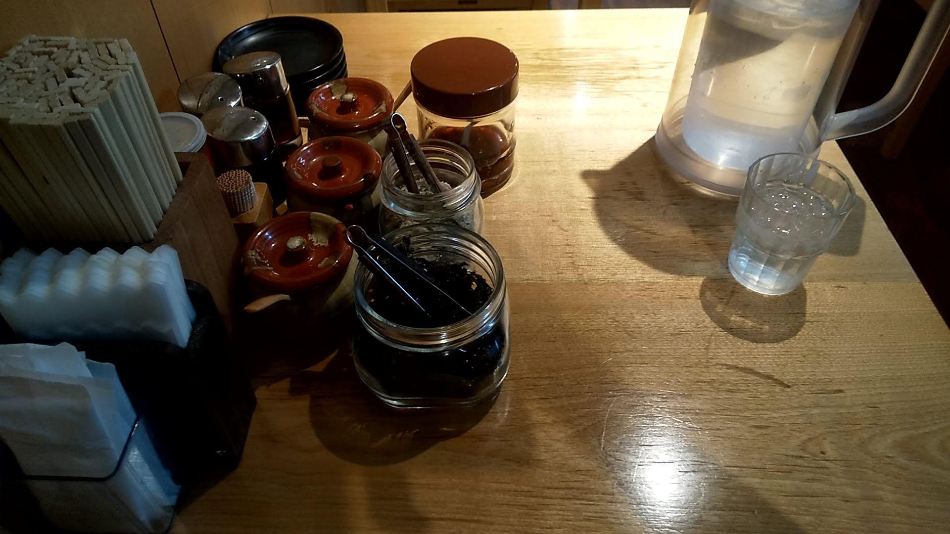 俺流塩ラーメン渋谷公園通り店の卓上