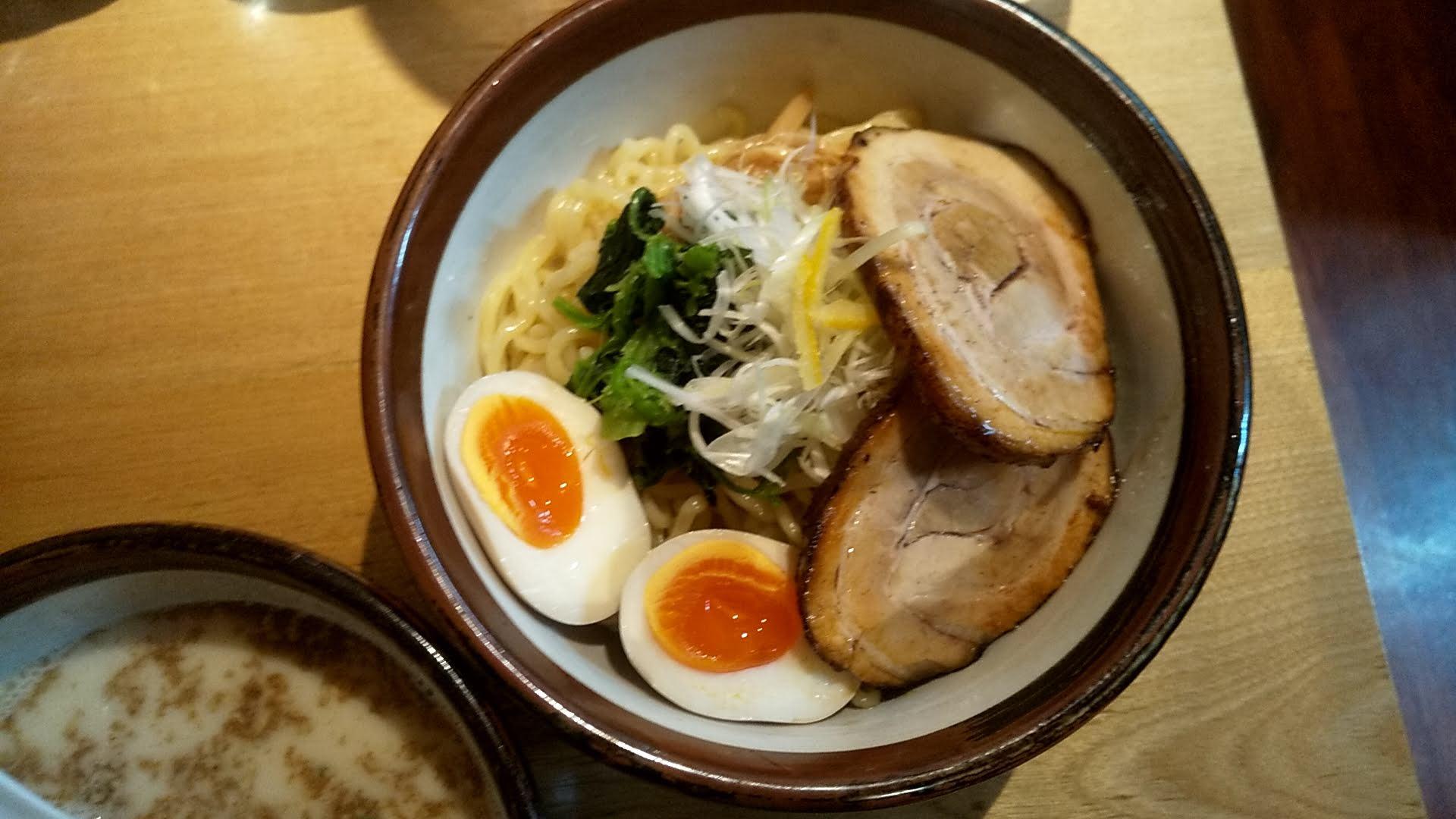 俺流塩ラーメン渋谷公園通り店の俺流超つけ麺の麺皿