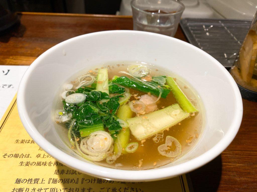 塩生姜らー麺専門店MANNISHの塩生姜つけ麺のスープの写真