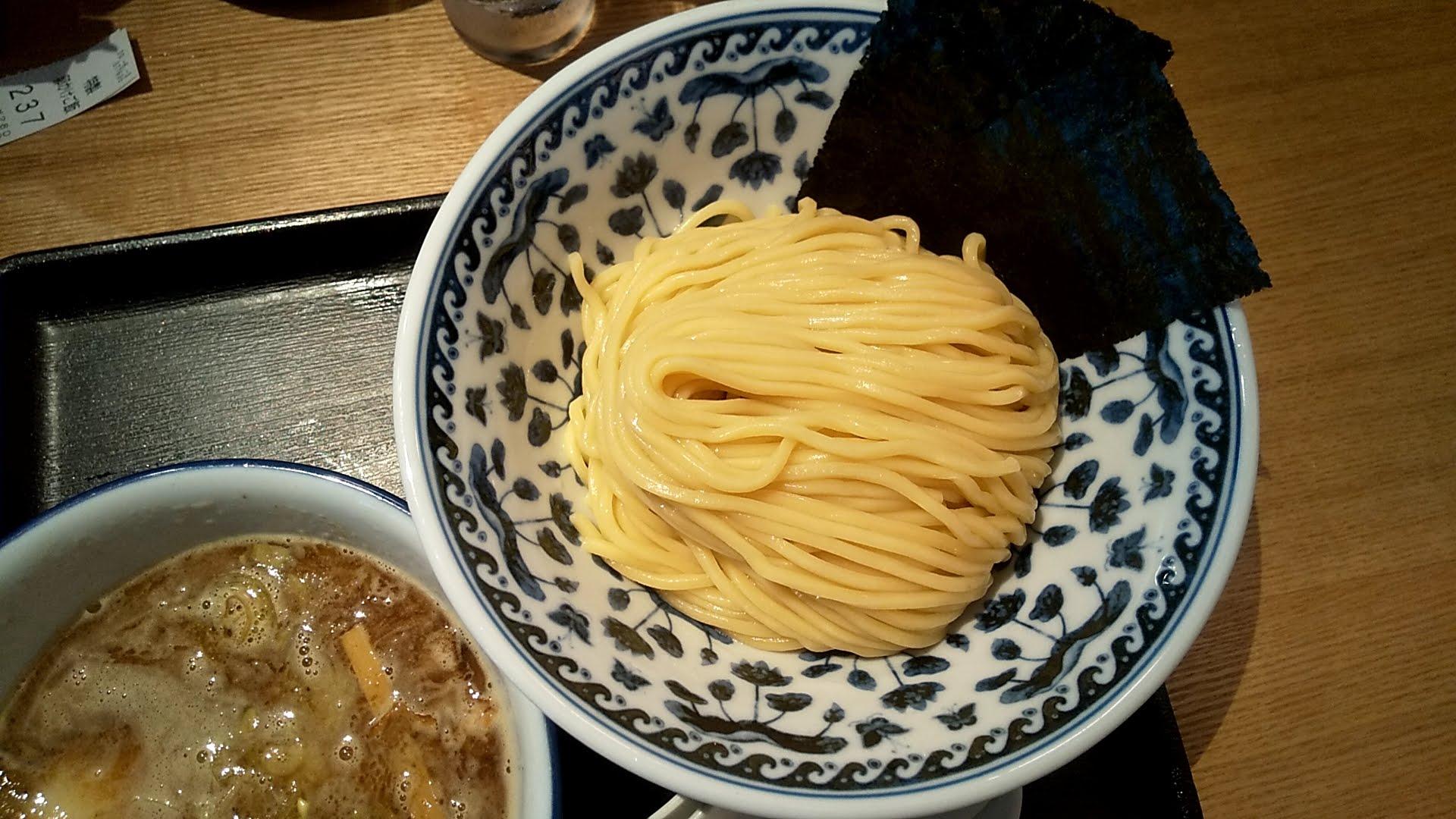 中華そば勝本の濃厚煮干しつけそばの麺皿