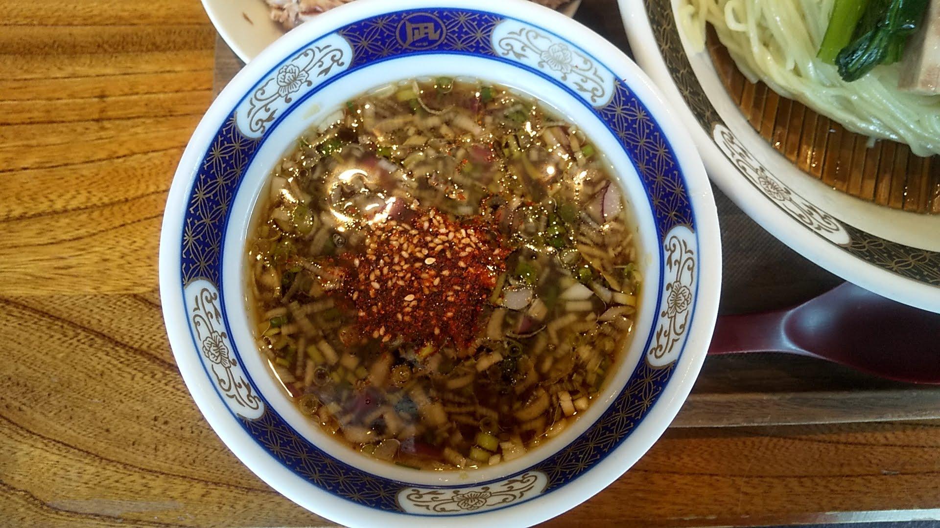 ラーメン凪浅草店の特製煮干しざる中華のつけ汁