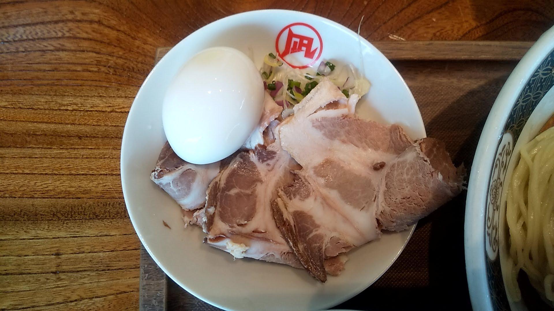 ラーメン凪浅草店の特製煮干しざる中華のチャーシュー