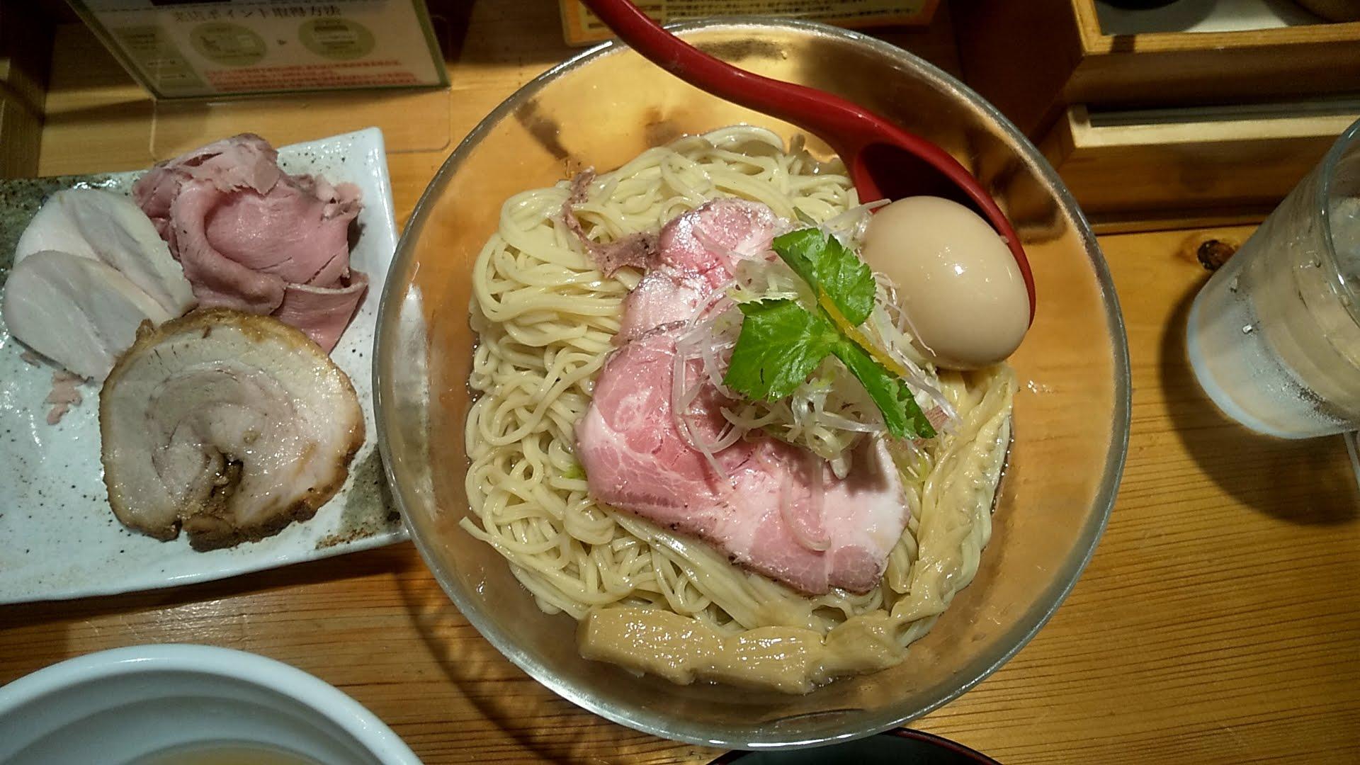 たかはし上野店のしじみ貝の冷たい昆布水つけ麺の麺皿