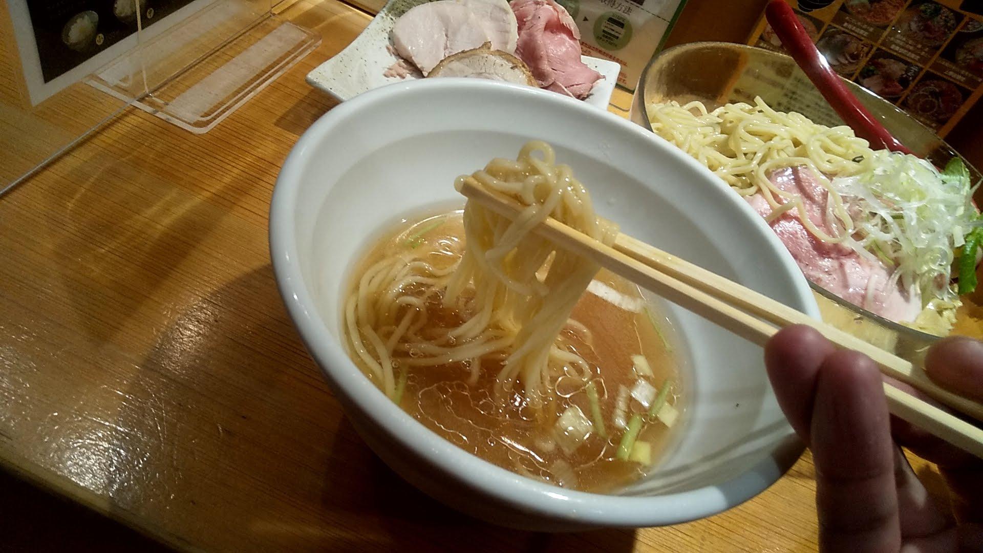 たかはし上野店のしじみ貝の冷たい昆布水つけ麺のチャーシューのアップ