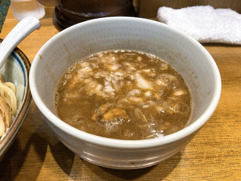鼈の特製濃厚煮干しつけ麺のスープの写真