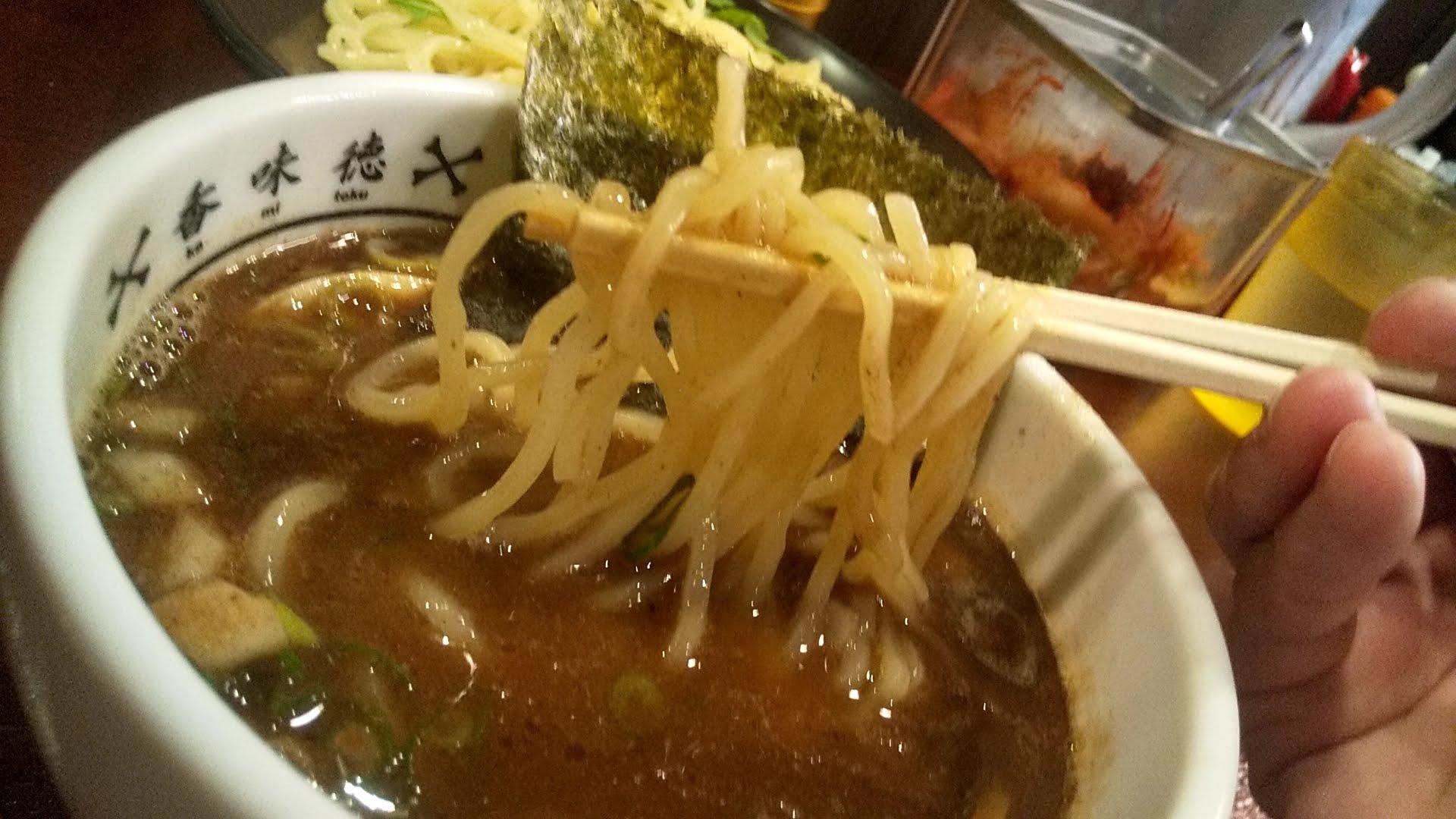 香味徳の魚介つけ麺の麺リフト