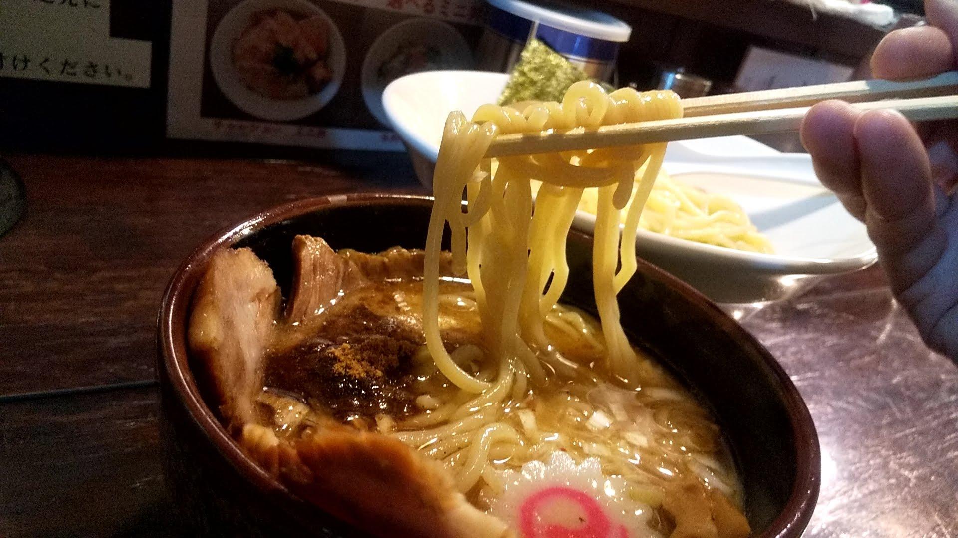 麺屋大斗大門店の特製チャーシュー味玉もりそばの麺リフト