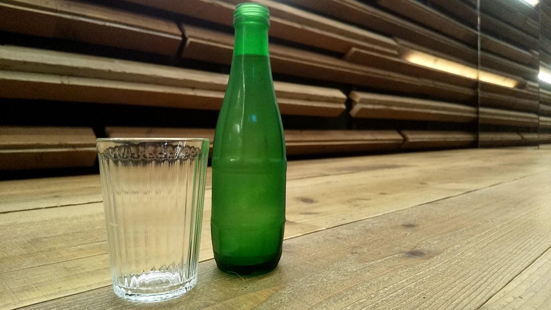 RamenドゥエEdoJapanで提供された水をまた頑張って綺麗に撮った写真