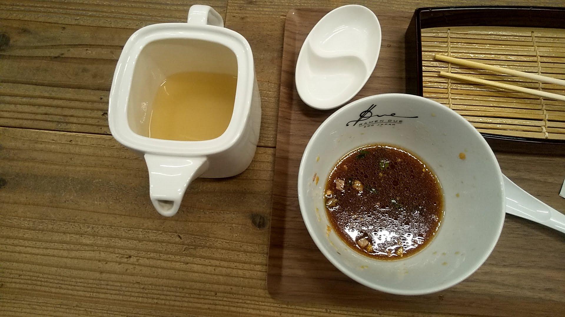 RamenドゥエEdoJapanの果実酢のせいろつけ麺の割りスープ