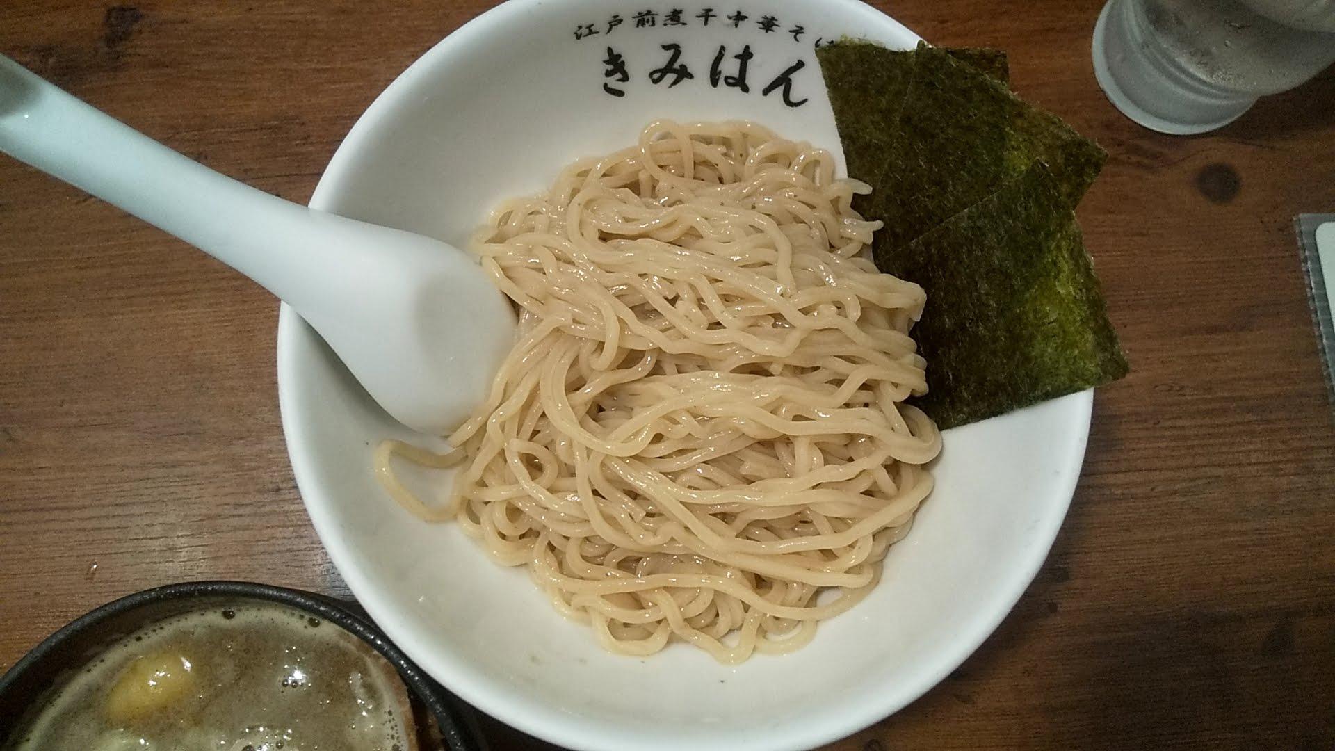 江戸前煮干し中華そばきみはん総本店の梅香る特製煮干しつけ麺の麺皿