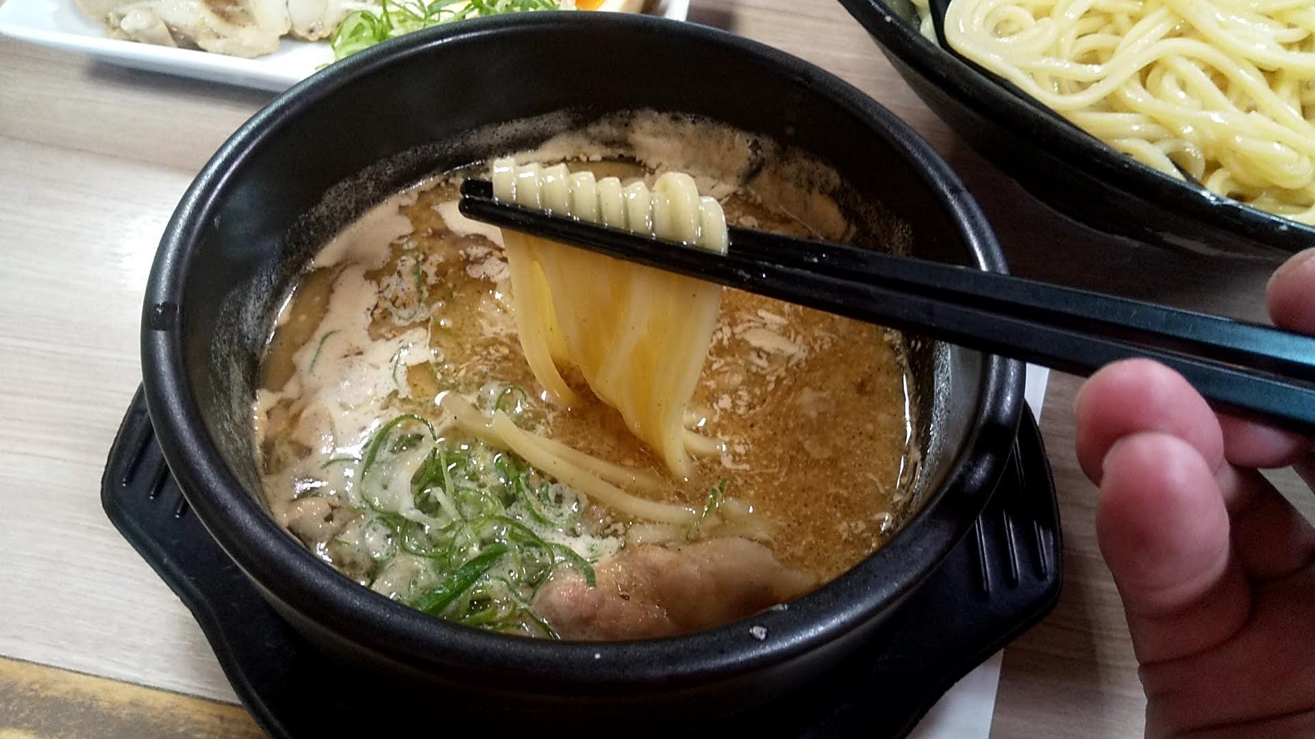 越後つけ麺維新の特製かつおつけ麺の麺リフト2
