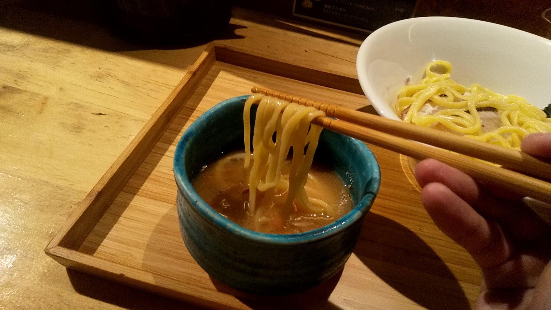 まちかどの真鯛つけ麺の麺リフト写真