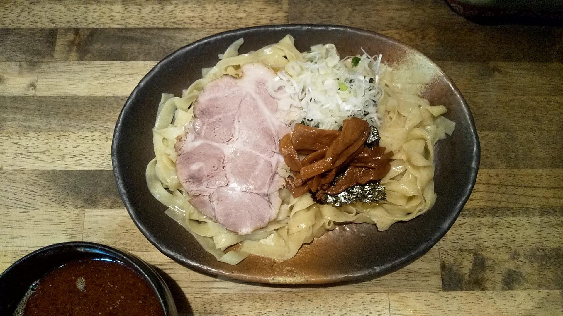 ヨシベーラーメンのつけ麺の麺皿