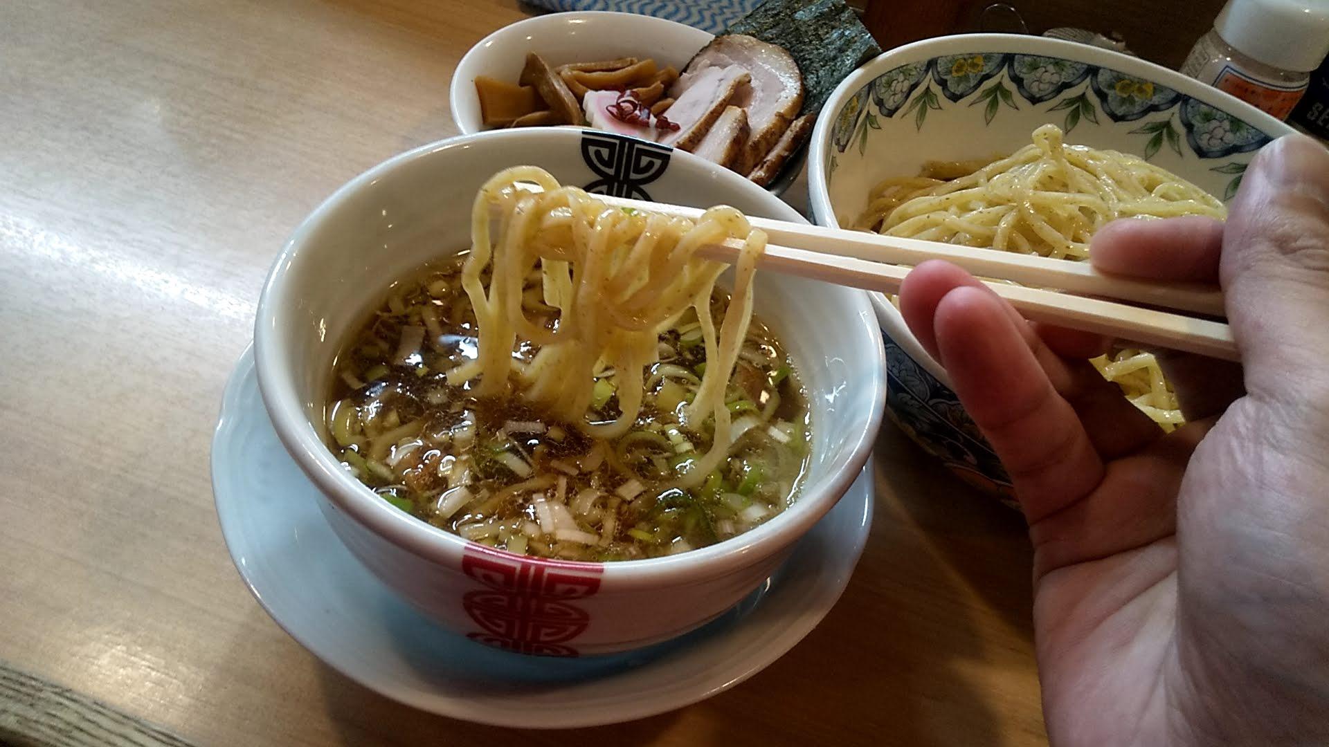 多賀野の特製つけ麺の麺リフト写真