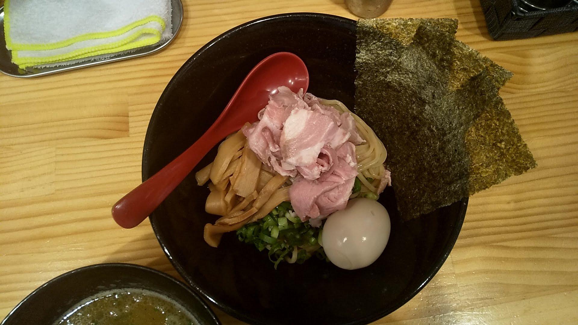 煌の特製つけ麺の麺皿