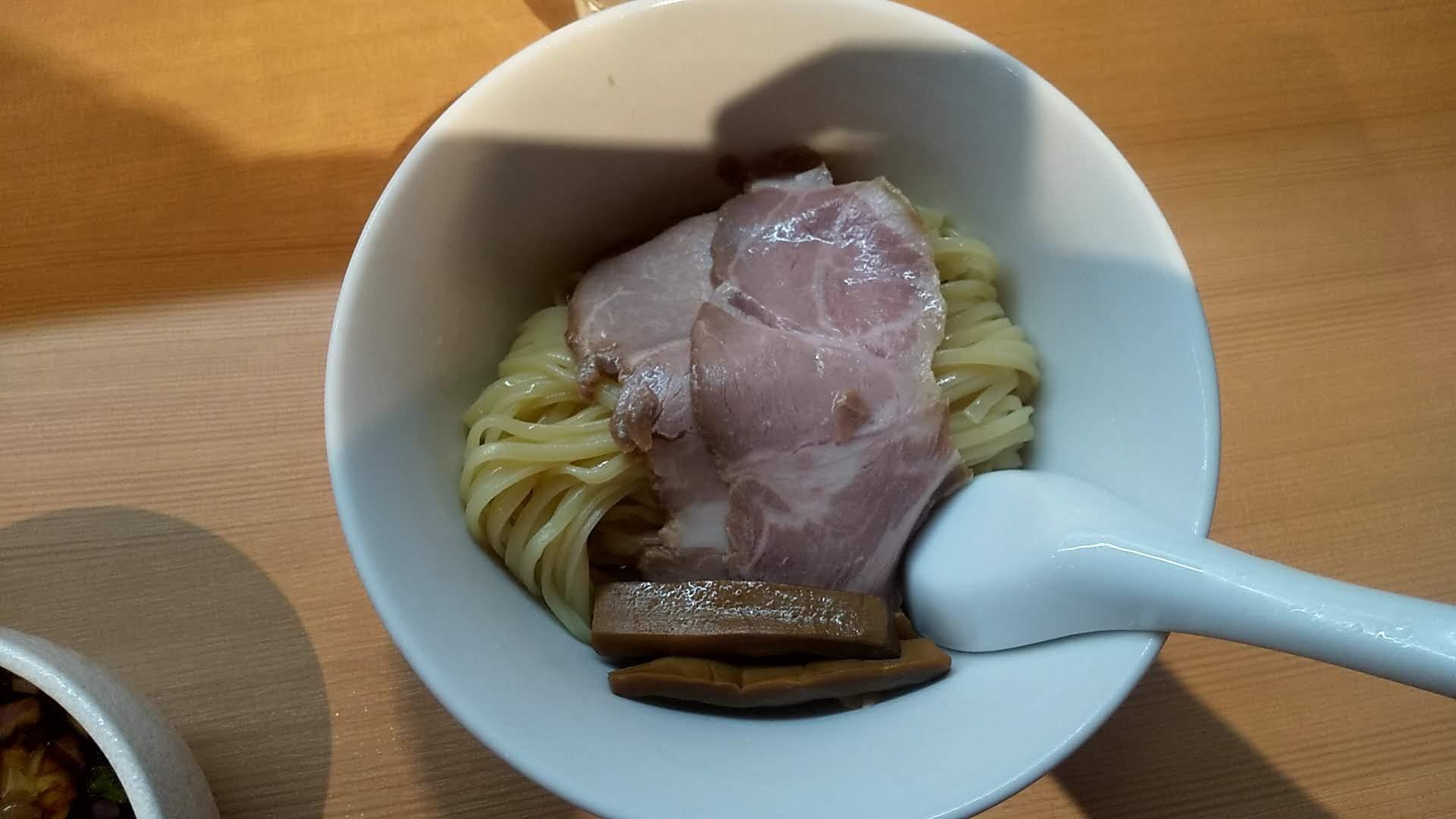 らぁ麺田じまの特製つけ麺の麺皿の写真