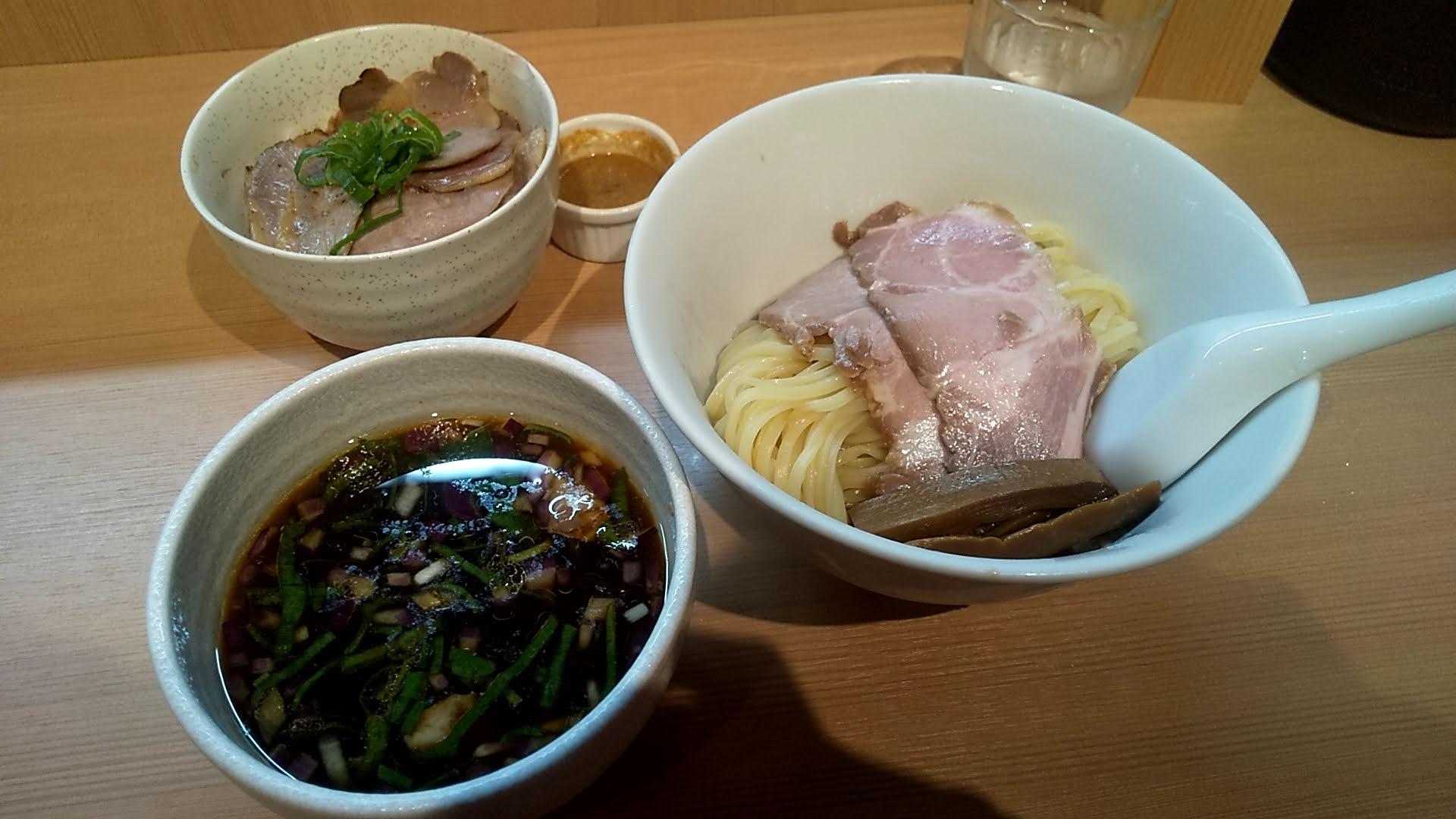 らぁ麺田じまの特製つけ麺とチャーシュー丼の写真