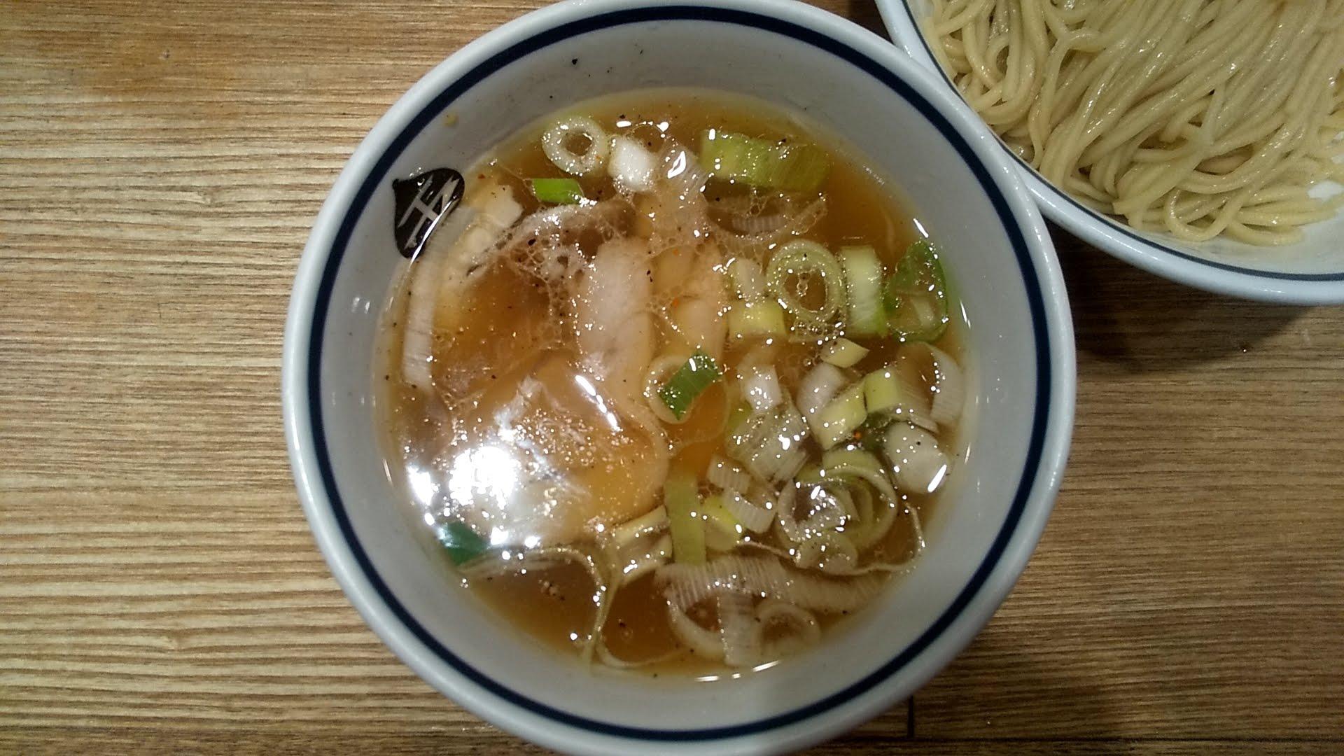 玉バラそば屋のつけ麺のつけ汁の写真