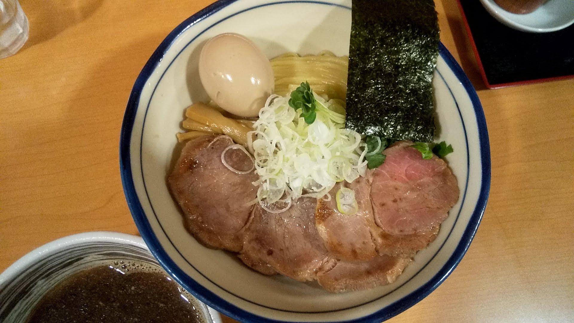 麺処富士松の特製つけ麺+チャーシュー2枚トッピングの麺皿の写真