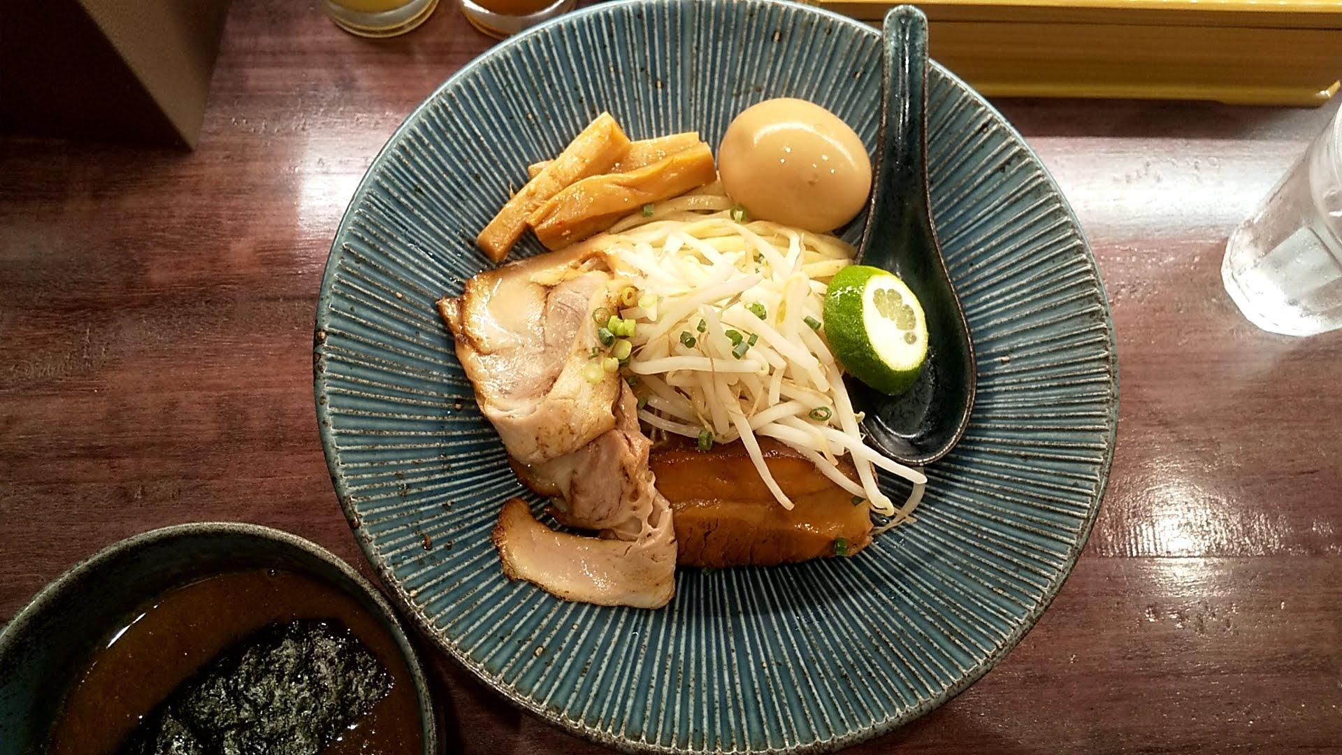 つけ麺一合の特製つけ麺の麺皿の写真