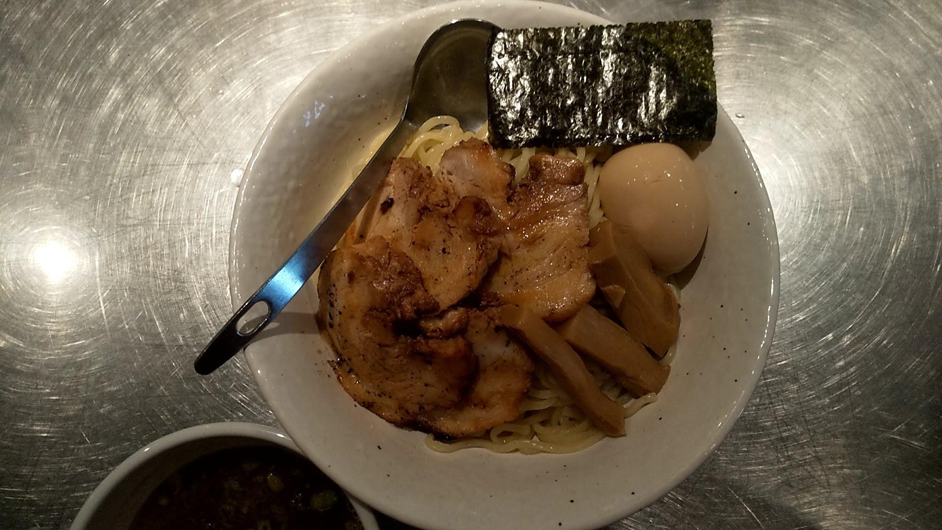 バサノバの肉つけ麺の麺皿