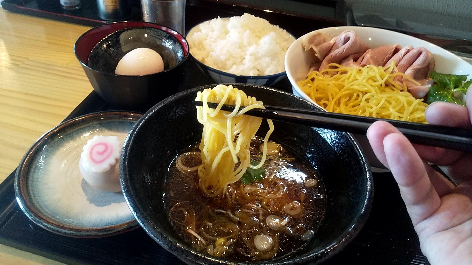 麺屋淳陛屋の特製つけ麺の麺リフト写真