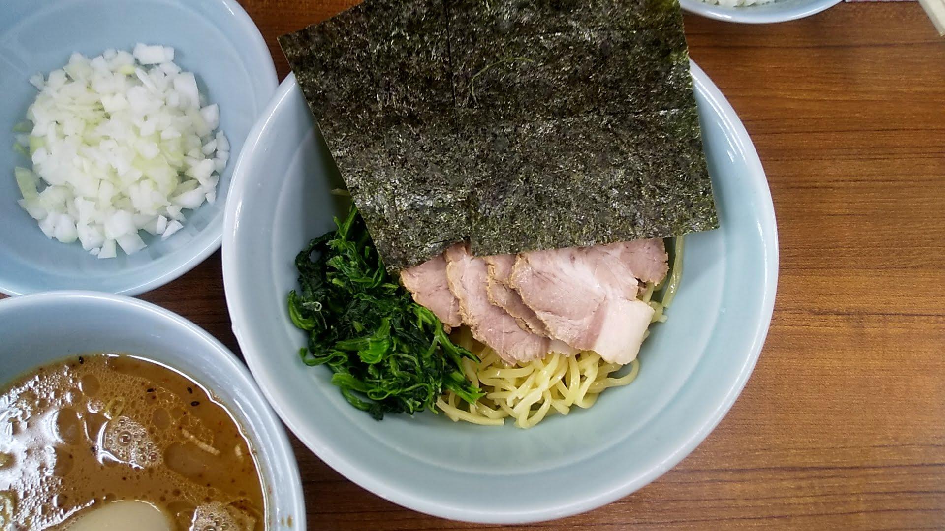 武蔵家北千住店のと曲つけ麺の麺皿