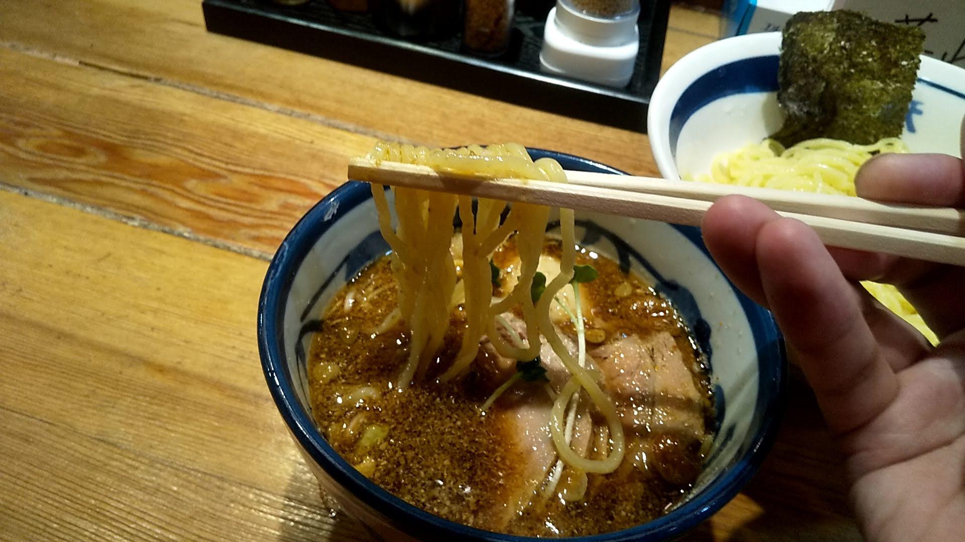 和鉄ラーメンの和鉄つけ麺の麺リフト